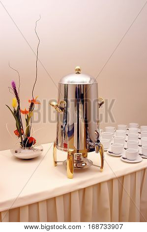 Luxurious and large coffee dispenser for restaurants and events refreshment table with cups