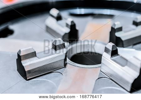 Small lathe chuck for lightweight components. Shallow depth of field.