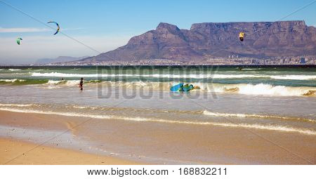 Kitesurfer at Bloubergstrand with a view of the Tafelberg