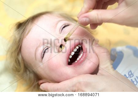 Treatment of the common cold of child at home