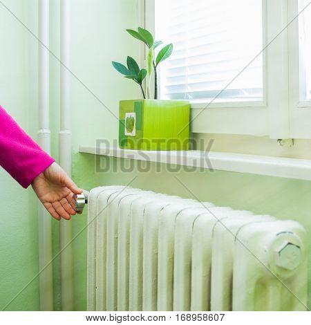 hand adjust the volume of heating valve on the radiator