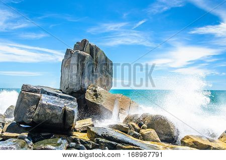 Background Of Stones, Sea Water Hitting And Splashing Water Drops