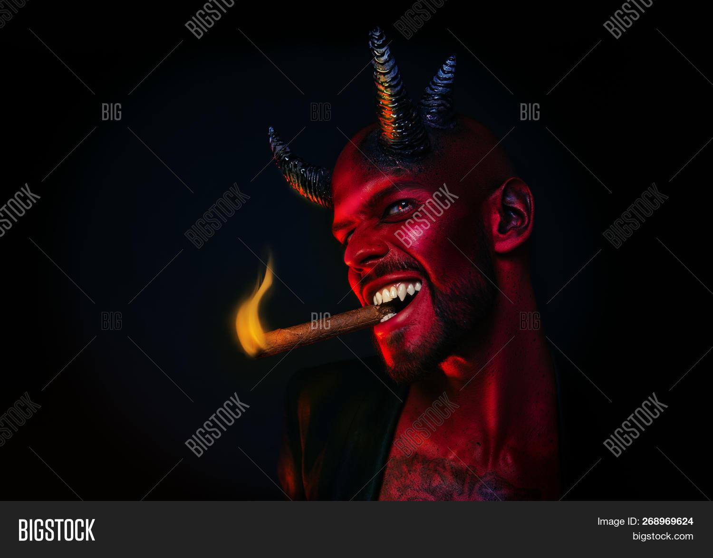 Дьявол картинка с сигарой