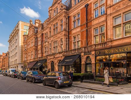 London. November 2018. A View Of The Affluent And Beautiful Buildings On Mount Street In Mayfair In