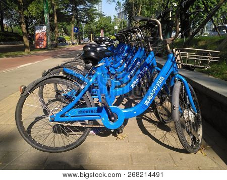 Zhongshan Guangdong China-october 4 2018:didi Shared Bikes On The Side Of The Road In Day Time-shari