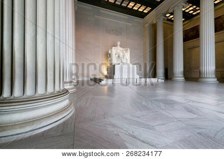 The Lincoln Memorial Indoors On The National Mall In Washington Dc.