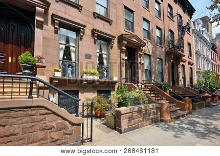 New York City, Usa - August 27: Traditional Houses In Brooklyn Heights On August 27, 2017 In New Yor