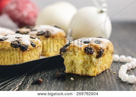 Small Fruitcakes For Christmas Dinner. Raisin Mini Cakes.