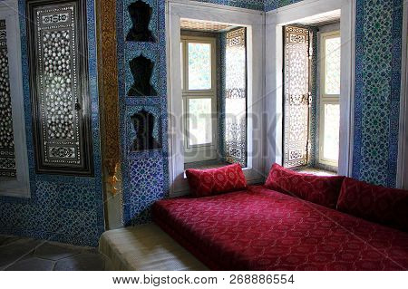 Istanbul, Turkey - September 4, 2015: The Interior Of Topkapi Palace, The Museum Of Ottoman Empire,