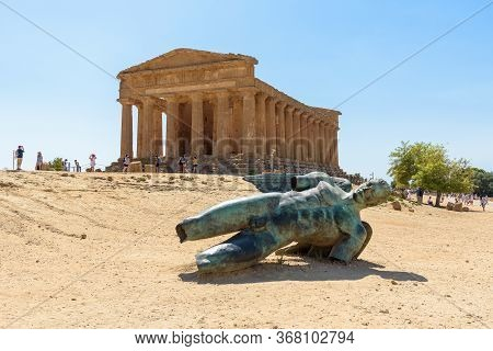 Agrigento, Italy - August 24, 2017: Sculpture Of Icarus By Igor Mitoraj In Front Of The Concordia Te