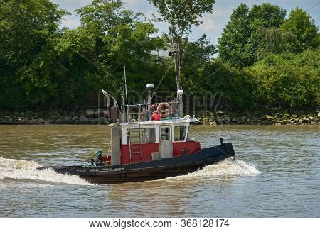 Fraser River Tugboat. A Tugboat Working On The Fraser River In British Columbia, Canada Near Vancouv