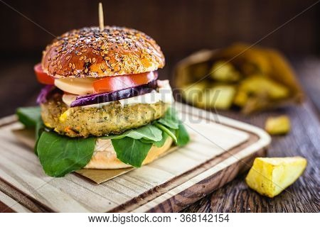 Vegan Sandwich, Vegetable And Protein Burger With Fiber, In Flour Bread Made With Biological Yeast,