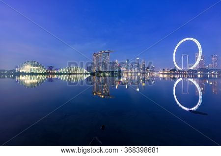 Singapore, 30 Oct 2018: A Sunrise Skyline View Of The Marina Bay With The Garden Domes, The Marina B