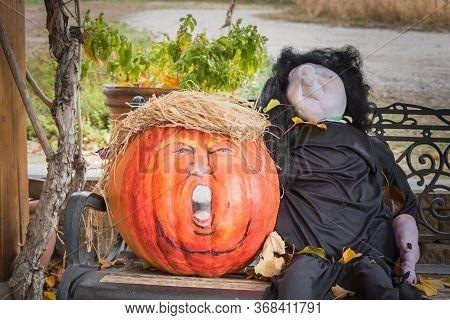 Penticton, British Columbia/canada - October  31, 2017: A Humorous Hallowe'en Display On An Outdoor