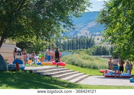 September 4, 2019 - Summerland, British Columbia/canada: People Gather With Inner Tubes Behind Coyot