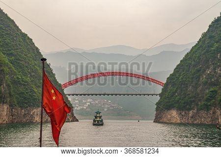Wushan, Chongqing, China - May 7, 2010: Wu Gorge In Yangtze River. Red S103 Road Bow Bridge Over Dan
