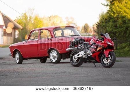 Krasnoyarsk, Russia - May 10, 2020: Red Sportbike Honda Cbr 600 Rr And Retro Car Moskvich 412. White