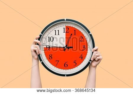 Round Clock With A Dial Shows Three-quarters Of An Hour. The Time Timer Is Fifteen Minutes. Watch In