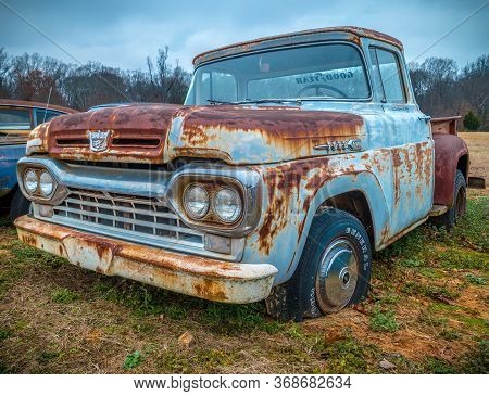 Gainesville, Georgia/usa-01/16/17  A Ford F100 Antique Pickup Truck Parked In A Farm Field Along The