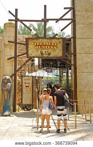 Sentosa, Sg - April 5 - Universal Studios Singapore Treasure Hunters On April 5, 2012 In Sentosa, Si