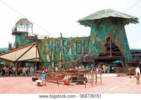 Sentosa, Sg - April 5 - Universal Studios Singapore Water World Theme On April 5, 2012 In Sentosa, S