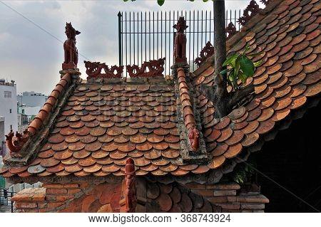 Architecture Details Of The Ancient Museum Of Traditional Vietnamese Medicine. On The Roof Are Sculp
