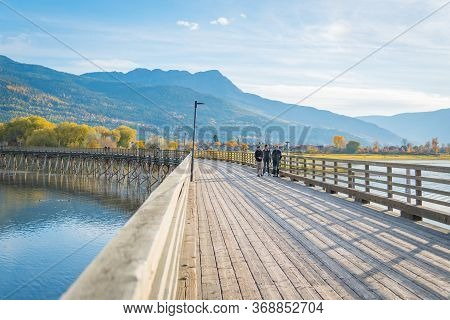 Salmon Arm, British Columbia/canada - October 22, 2016: Families Take An Evening Walk Along The Long