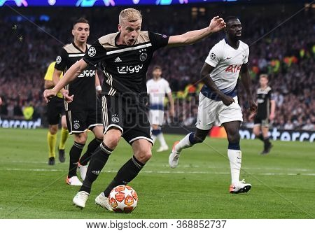 London, England - April 30, 2019: Donny Van De Beek Of Ajax Shoots And Scores During The First Leg O