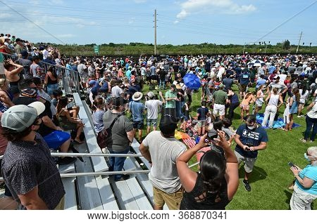 Kennedy Space Center, Merritt Island, Florida - May 30, 2020 - Spectators After Manned Launch Of Joi