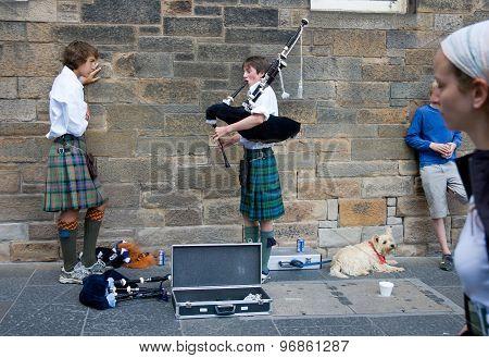 Edinburgh, Scotland, Uk - August 20 2005. Bagpipe Musician On Royal Mile