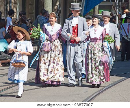 ZURICH - AUGUST 1: Swiss National Day parade on August 1, 2012 in Zurich, Switzerland. Family in a historical costumes of the 19th century.