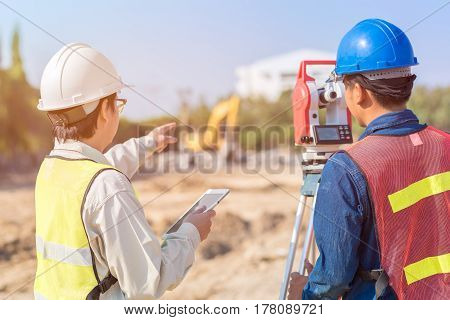 Construction engineer with smart tablet and foreman worker checking construction site for new Infrastructure construction project. photo concept for engineering work.