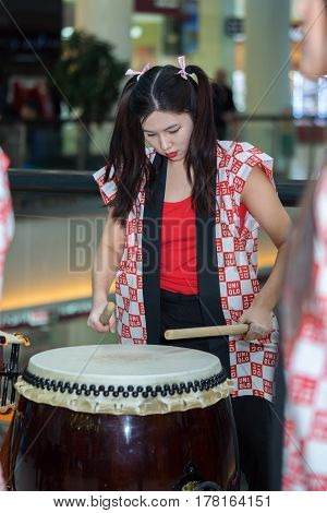 Moscow, Russia - March 25, 2017: Group Of Japanese Taiko Drummers Girls Perform In Kaleidoscope Shop