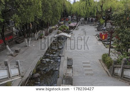 Dali, China - March 18, 2017: View Of A Narrow Street In The Old Town Of Dali In Yunnan, The Ancient
