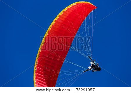 Speed flying as the air sport of flying a small fast fabric wing usually in close proximity to a steep is a winter sport done on skis