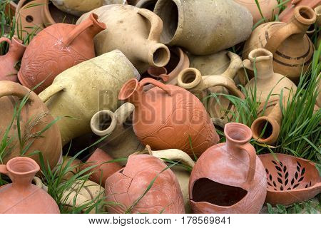 Decoration of clay jugs and pots of infield.