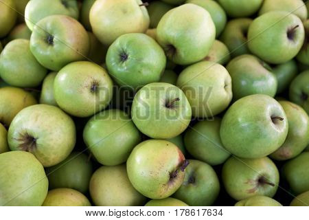 Fresh green apples on the market . Many apples a great backdrop for a fruit store