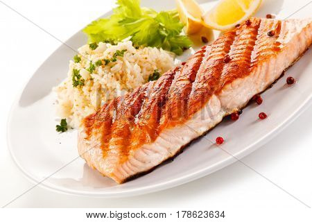 Grilled salmon with white rice