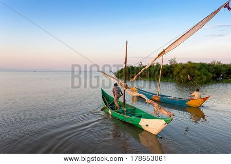 Lake victoria fishermen go to the robot and on the shore they are waiting for women