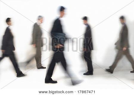Business-Leute zu Fuß, Bewegung verwischt