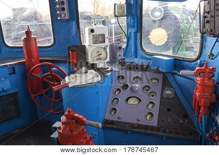 Place of the driver of the retro locomotive.