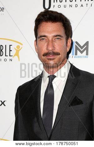 LOS ANGELES - MAR 25:  Dylan McDermott at the Unstoppable Foundation Gala at the Beverly Hilton Hotel on March 25, 2017 in Beverly Hills, CA