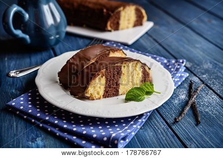 Traditional Meter Cake With Vanilla Cream