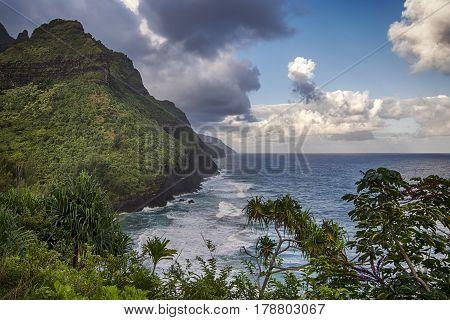 Early morning start on the Kalalau Trail viewing the Na Pali Coast, Kauai, Hawaii