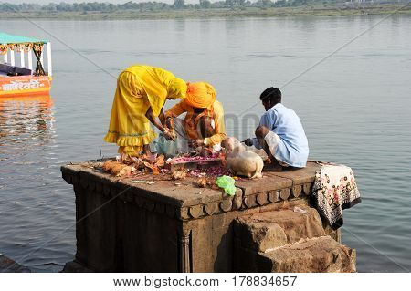 People Performs Pooja On Sacred River Narmada In Maheshwar