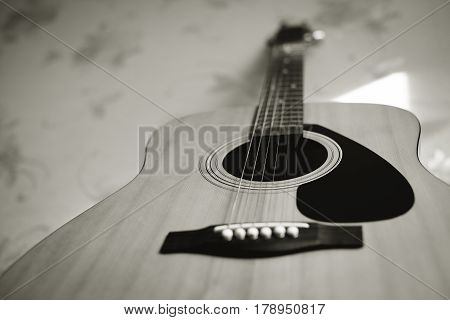 silver and bronze strings on an acoustic guitar