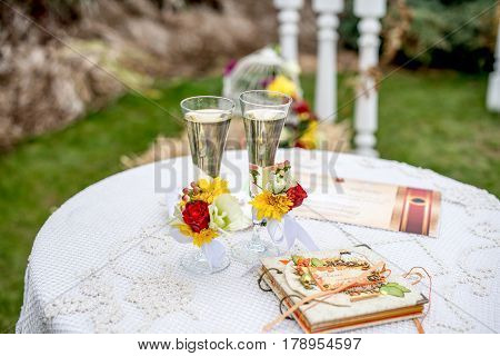 Wedding glasses with champagne. background wedding arch