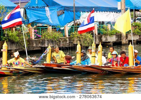 Samutsakorn, Thailand - July 27, People In Boat Parade Traditional Of Candles To Temple At Katumban