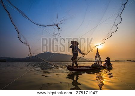 Fisherman On Boat River Sunset / Asia Fisherman Net Using On Wooden Boat Casting Net Sunset Or Sunri