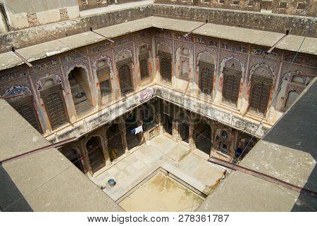 Mandawa, India - March 31, 2007: Interior Yard Of A Historical Haveli In Mandawa, India.